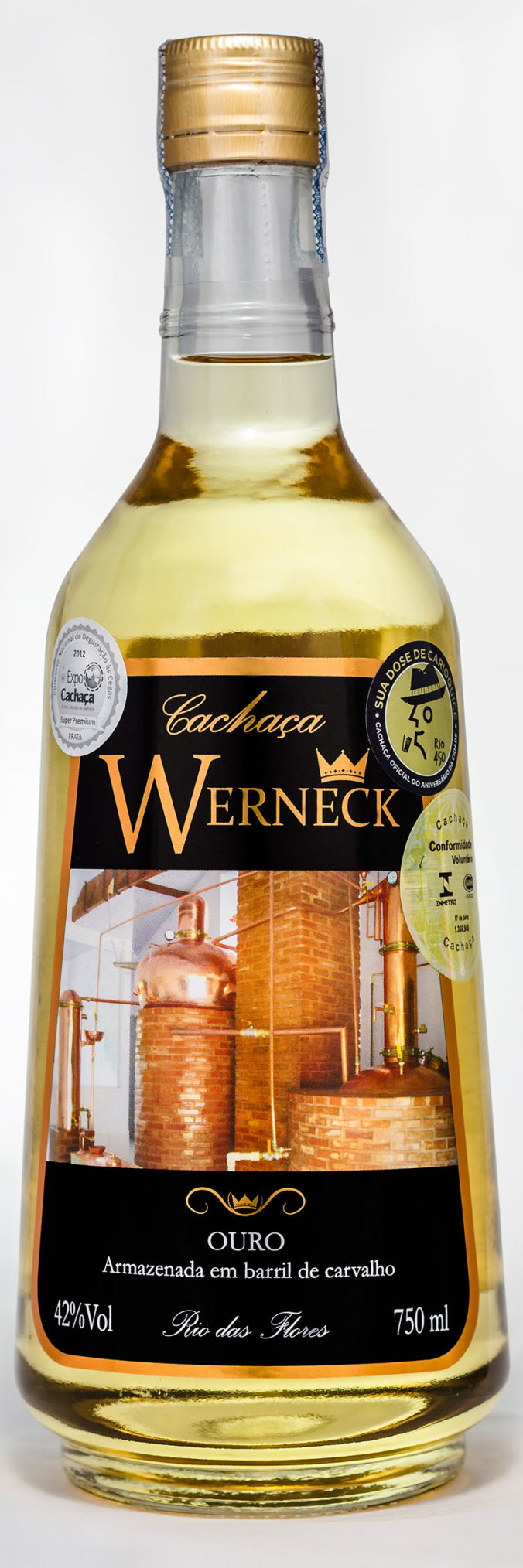 Cachaça Werneck Ouro is a premium cachaça. Ouro (gold) is aged in European oak casks for two years.